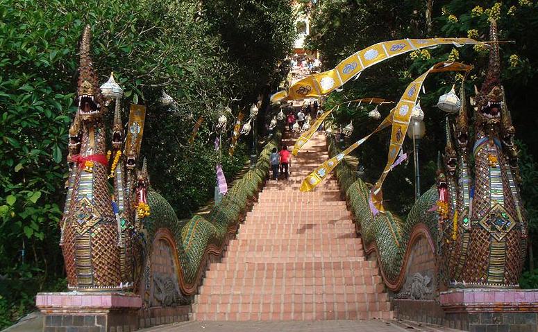 1024px-Wat_Phra_That_Doi_Suthep12
