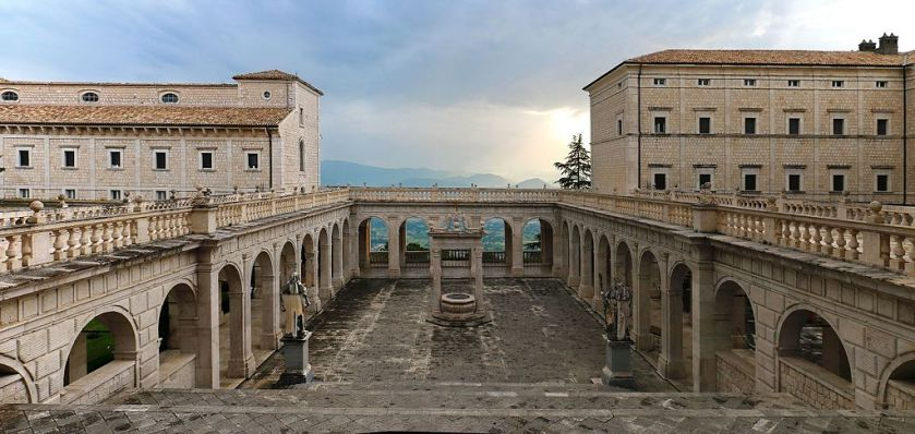 Cassino,_Abbazia_di_Montecassino_-_Exterior_011