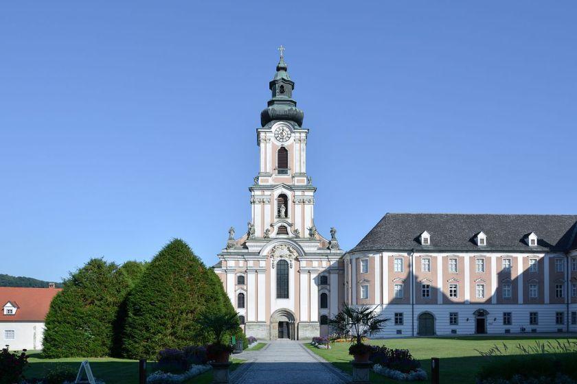 Wilhering_Stiftskirche_W