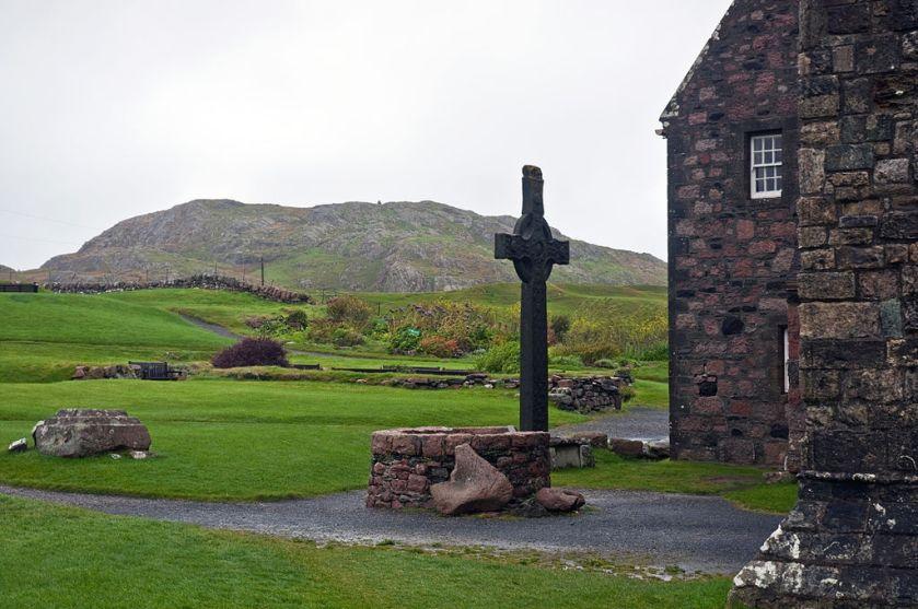 1024px-Iona_Abbey,_Scotland,_Sept._2010_-_Flickr_-_PhillipC