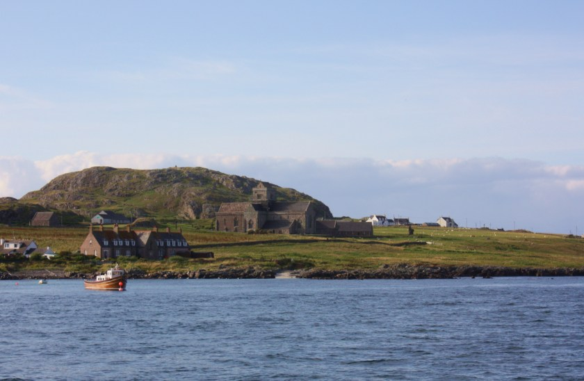 Iona_Abbey_Scotland_-_seen_from_ferry