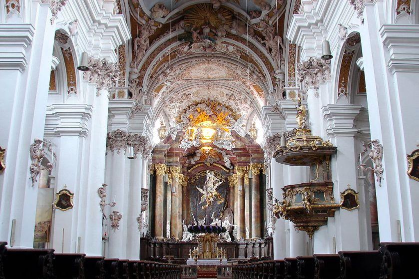 1024px-Rohr_in_NB_Klosterkirche_Innenraum_2011