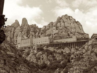 390px-Montserrat_monastery3