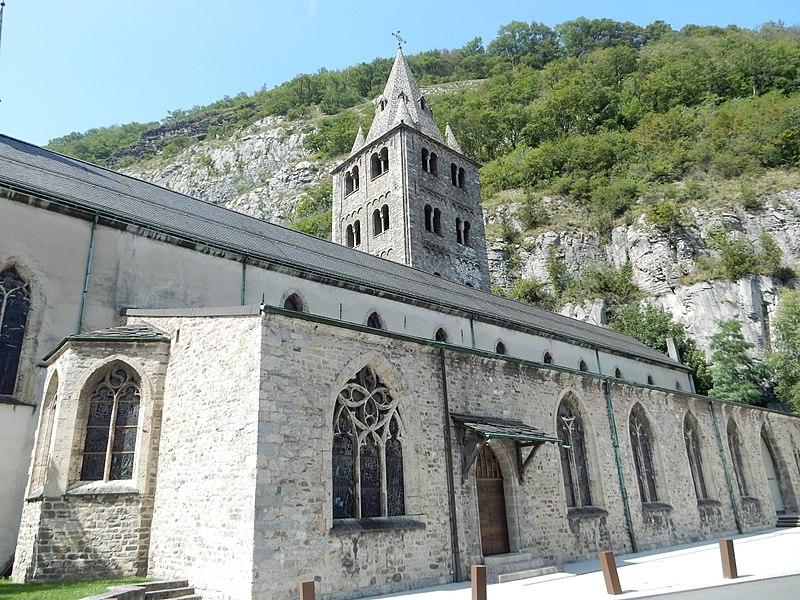Paul Bissegger Abbatiale_Saint-Maurice_d'Agaune,_vue_de_l'ouest