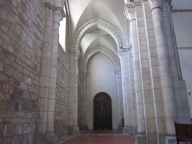 800px-Abbaye_d'Acey_-nef_latérale
